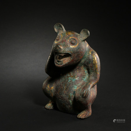 CHINESE BRONZE BEAR INLAID WITH GOLD, SILVER AND TURQUOISES, WARRING STATES PERIOD