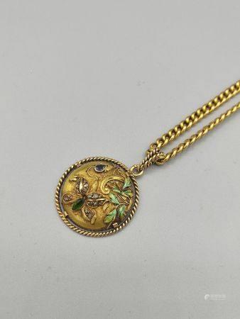 """Chaîne et pendentif  en or jaune 750°°.  Pendentif circulaire orné d'une  pierre """"poire"""" bleue"""