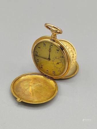 """LEVRETTE, Chronomètre 16 joyaux. Montre chronomètre en or jaune ornée des initiales """"N.E"""". Au r"""