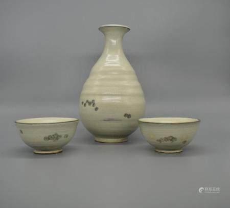 Korean White Glaze Contempoary Korean Sake cups and Bottle Pottery Yoo Byoung-ho