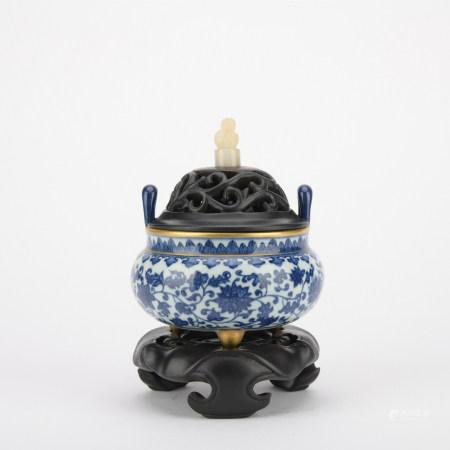 清 青花花卉纹香炉