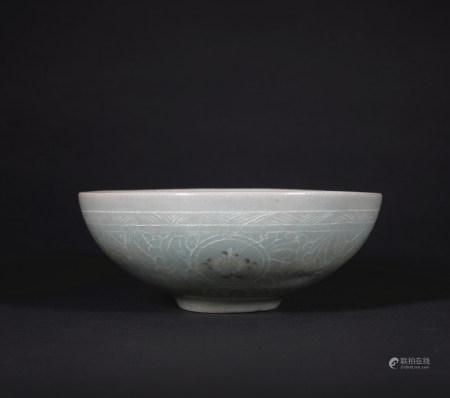 影青瓷花卉纹碗
