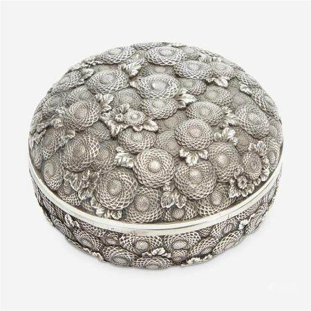 A finely-executed Japanese silver incense box and cover, Kogo, Meiji period