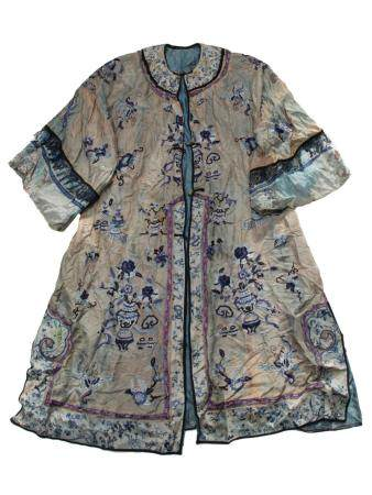 A VINTAGE CHINESE WOVEN SILK ROBE