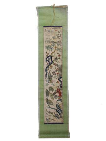 AN ANTIQUE CHINESE SILK COLORED EMBROIDERY SCROLL