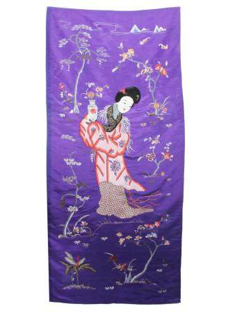 AN ANTIQUE CHINESE SILK COLORED EMBROIDERY