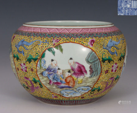 Famille Rose Medallion Jar