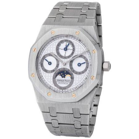 Audemars Piguet. Very Elegant and Tasteful Royal Oak Quantieme Perpetual Wristwatch in Platinum