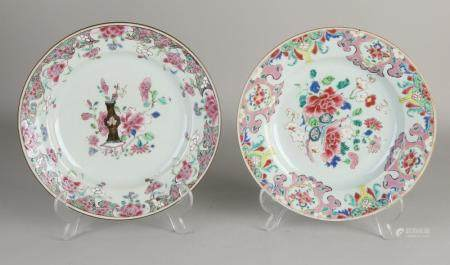 2 Chinese Family Rose plates, Ø 22.6 cm.
