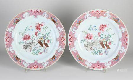 2 Large Chinese dishes, Ø 32 cm.
