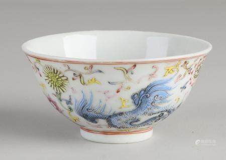 Chinese Famille rose bowl Ø 9 cm.