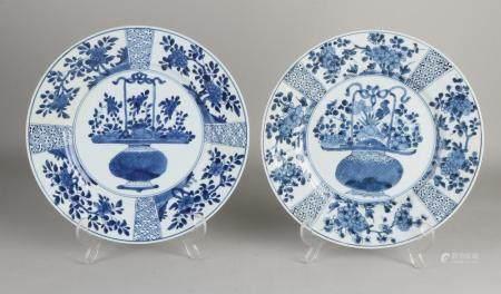 2 Large Chinese Kang Xi plates, Ø 26.8 cm.