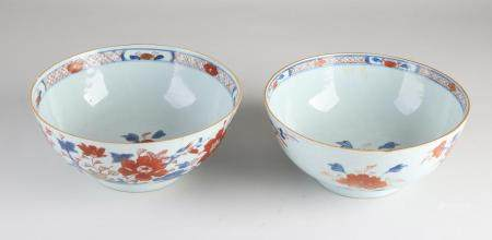 Two Chinese bowls Ø 19.5 cm.