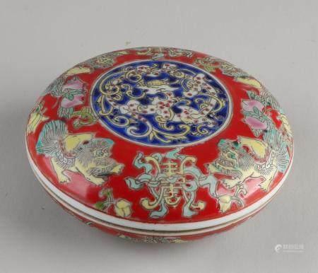 Chinese lidded box