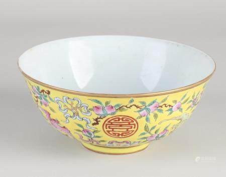 Chinese celadon bowl Ø 14.6 cm.