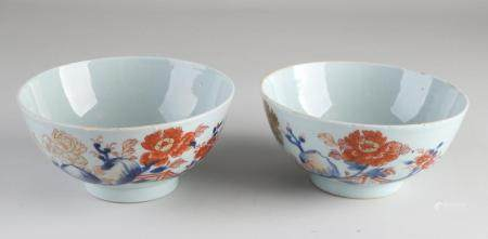 Two 18th century Chinese rice bowls Ø 14.8 cm.
