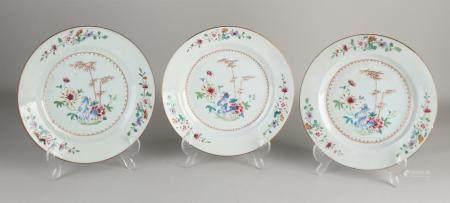 3 Chinese Family Rose plates, Ø 23 cm.