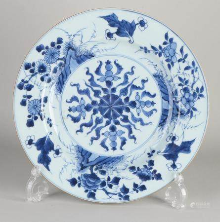 Antique Chinese dish Ø 27.6 cm.