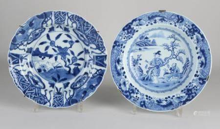 2 Chinese plates Ø 22 - 23 cm.