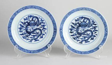 Two Chinese plates Ø 21 cm.