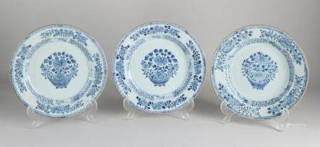 Three Chinese plates Ø 22.6 cm.