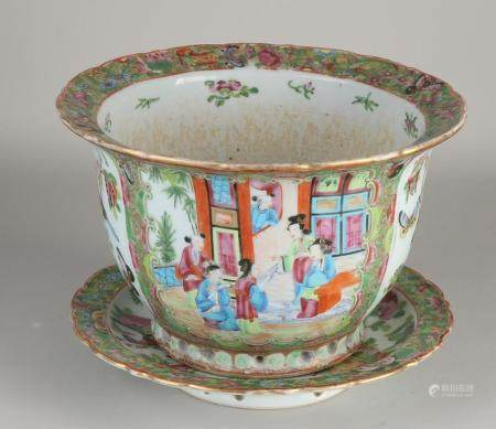 Chinese Kanton flower pot with saucer