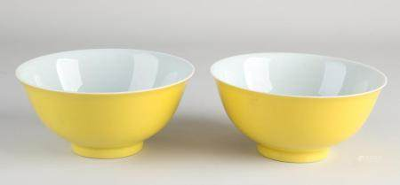 Two Chinese bowls Ø 15 cm.