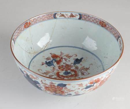 Chinese Imari bowl Ø 23 cm.
