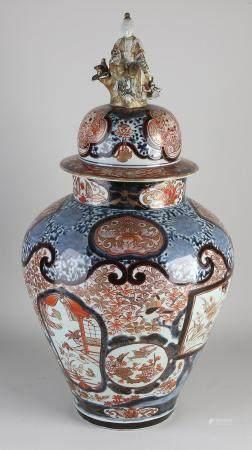 Antique Japanese vase with lid, H 65 cm.