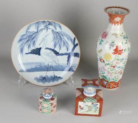 4 parts of antique Japanese porcelain