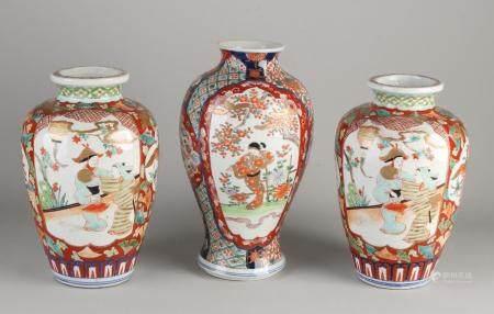 3 Japanese Imari vases