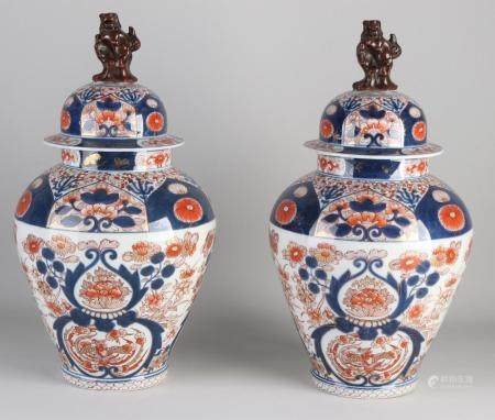 Two beautiful Japanese Imari vases with lid, H 42 cm.