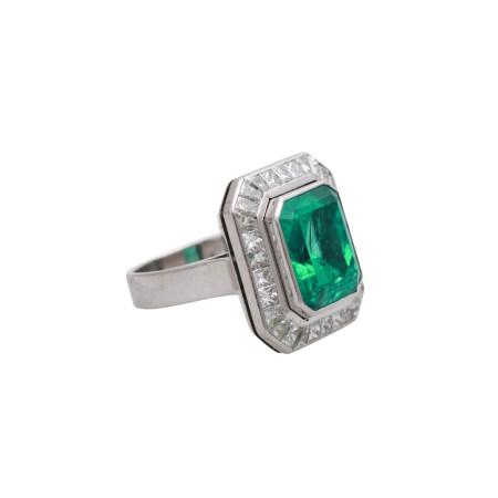 18k emerald and diamonds ring.