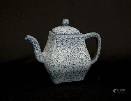 清代-「澹然齋印」款爐鈞釉紫砂方壺