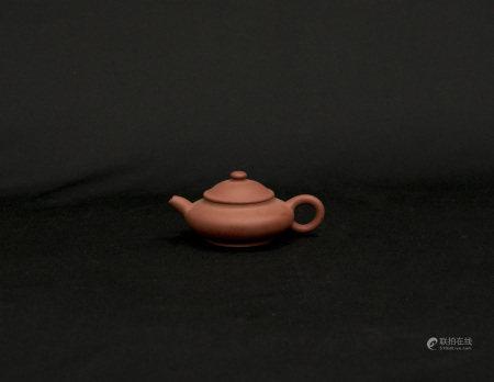 清代-「潘」字款紅泥壺
