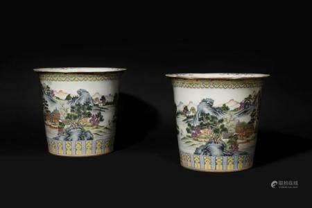 CHINE Deux grands cache-pots cylindriques en porce…