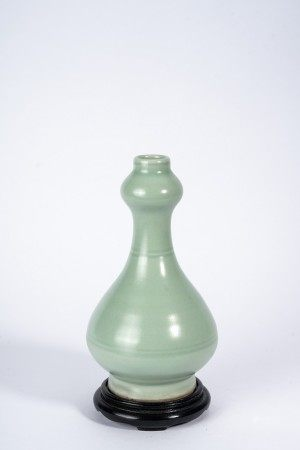 Chinese Celadon Glaze Garlic Mouth Vase