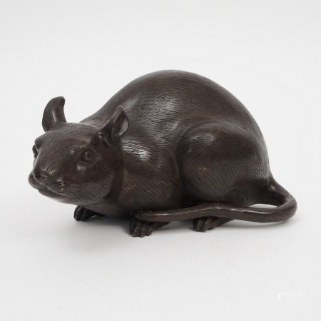A piece of bronze rat, 17th century 17世纪铜鼠