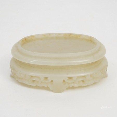 A white jade base, Qianlong period, Qing Dynasty 清乾隆白玉器座