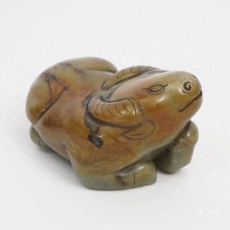 A piece of jade bull, 15th-16th century 15-16世纪玉卧牛