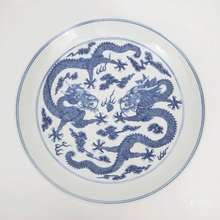 A blue and white dragon pattern plate, Guangxu period, Qing Dynasty 清光绪青花龙纹盘