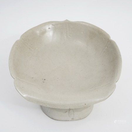 A piece of white porcelain pillow, Song Dynasty 宋代白瓷枕