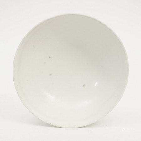 A white porcelain bowl from Xing kiln, Tang Dynasty 唐代邢窑白瓷钵