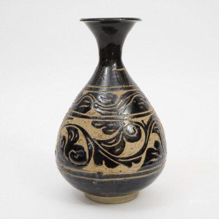 A Cizhou Kiln Carved Vase, Yuan Dynasty 元代磁州窑剔花玉壶春瓶