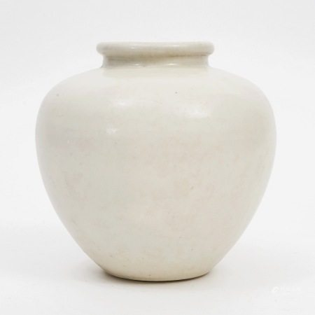 """A white glaze jar with the character """"Ying"""" from Xing kiln, Tang Dynasty 唐代邢窑""""盈""""字白釉罐"""