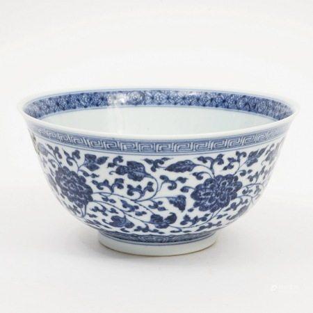 A blue and white bowl, Qianlong period, Qing Dynasty 清乾隆青花碗
