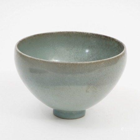 A Japanese celadon bowl, 18th century 18世纪日本青瓷碗