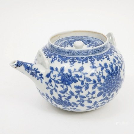 A blue and white flower-decorated pot, Qing Dynasty 清青花花卉壶