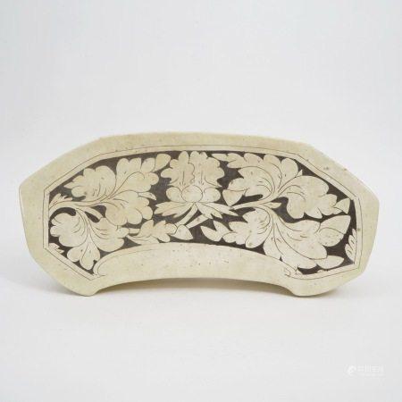 A piece of Cizhou kiln white glaze carved pillow, Song Dynasty 宋代磁州窑白釉剔花枕