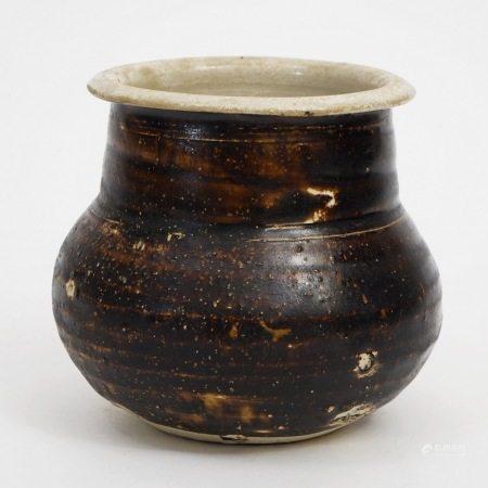 A piece of Jizhou kiln with white wheel pattern, Song Dynasty 宋吉州窑白腹轮渣斗